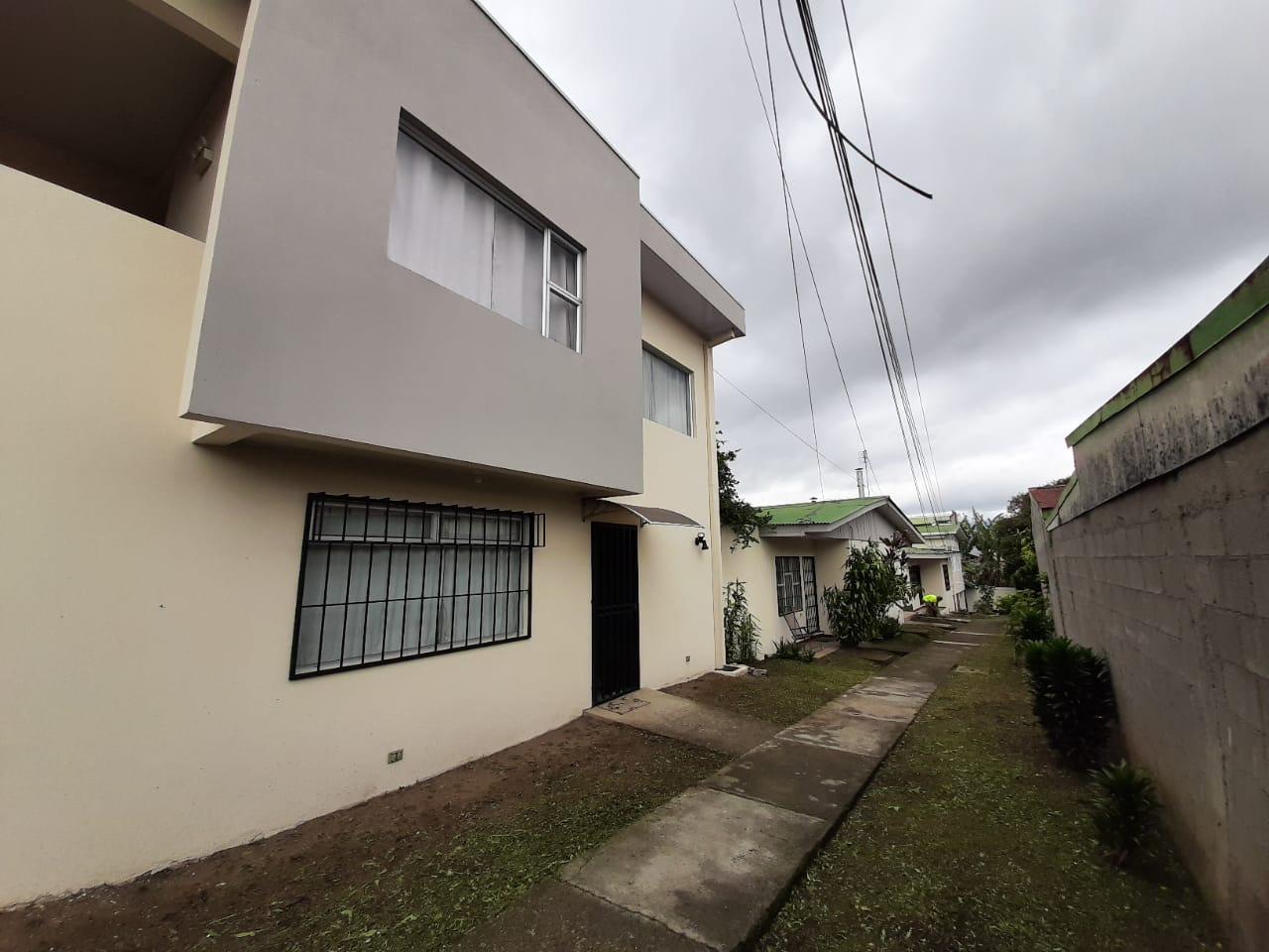 780 Se vende propiedad con 9 apartamentos en Guadalupe