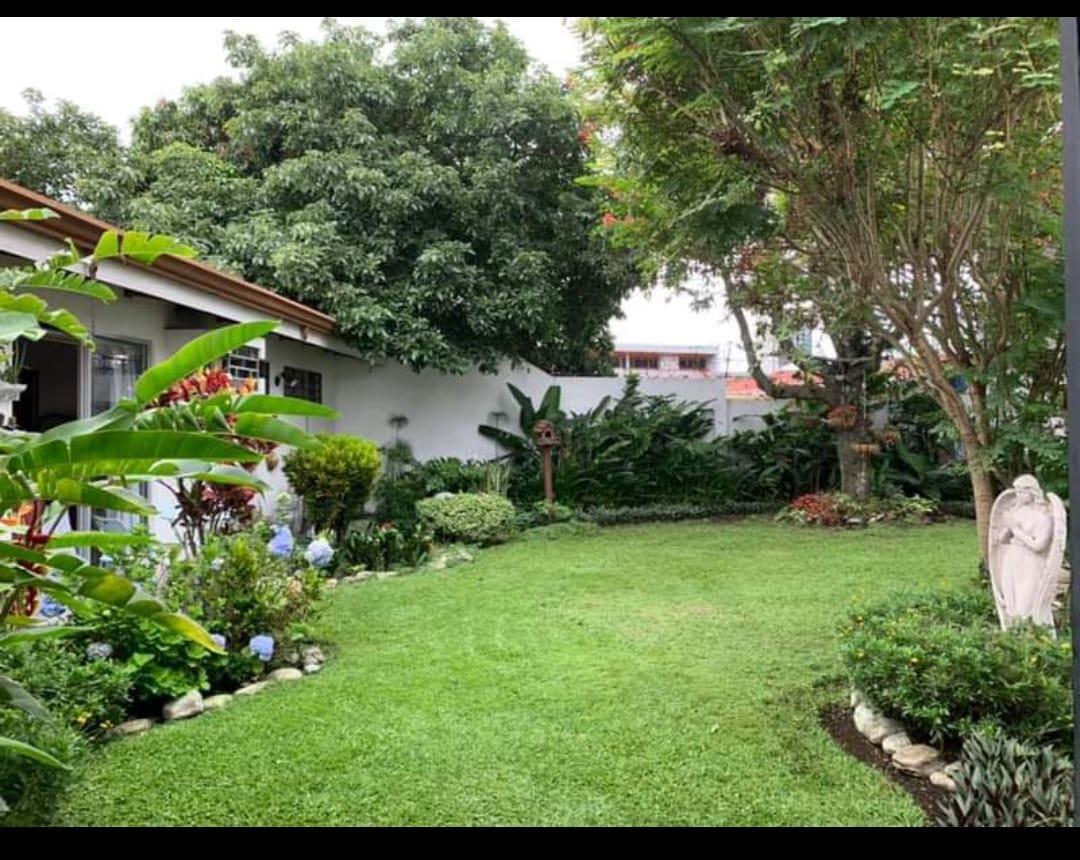 3155 Venta de Casa  en  Sabana Oeste.