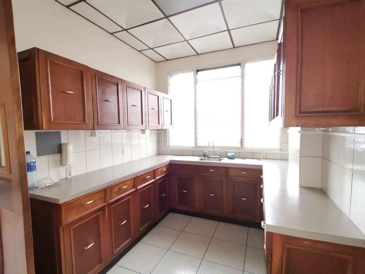 3206 Se alquila apartamento en Sabana Sur