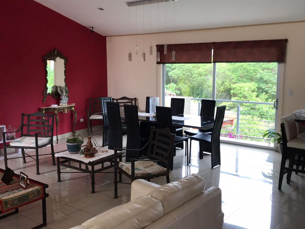 3211 Se alquila casa amueblada dentro de residencial en Tres Ríos.