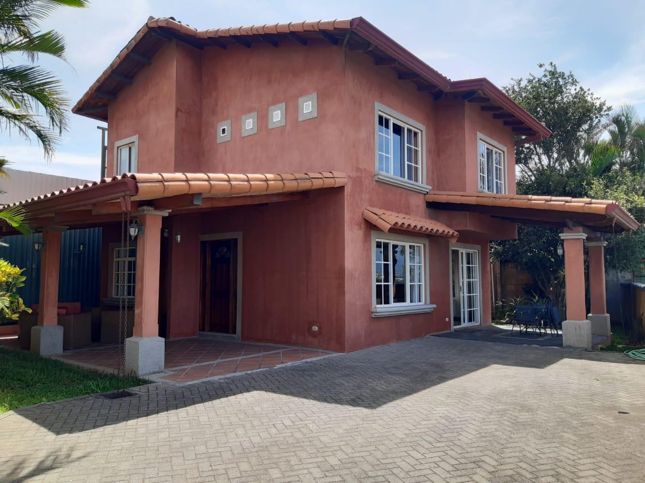 3218 Alquiler de Casa en  Escazú Amueblada.