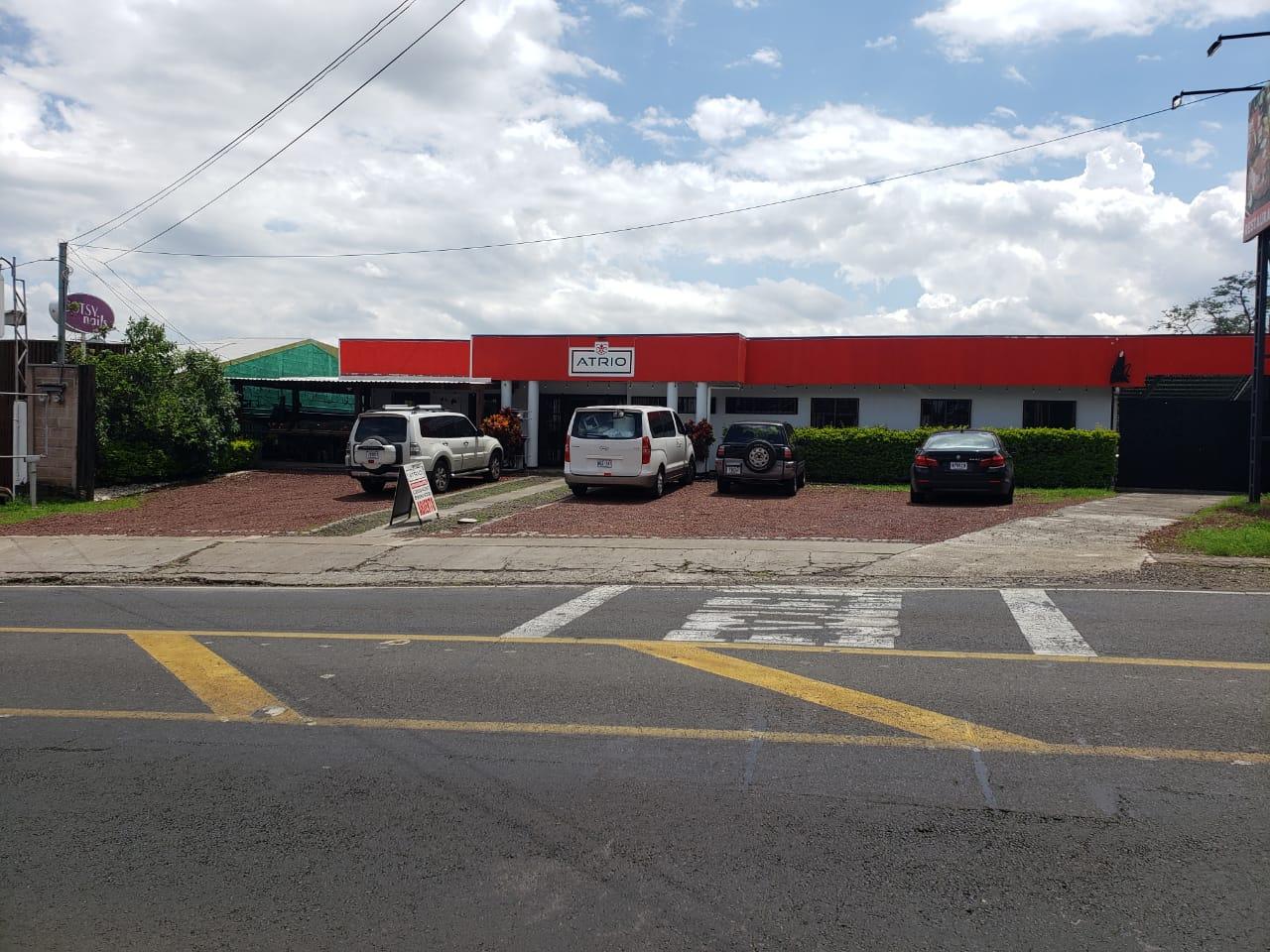 3222 Se alquila lote con local en Alajuela.
