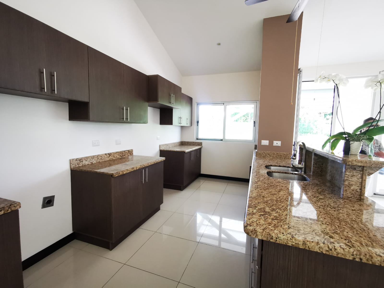 3263 Se vende casa en Guachipelin