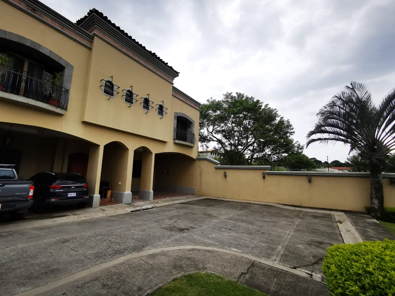 791 Se alquila casa en condominio en Guachipelín de Escazú.