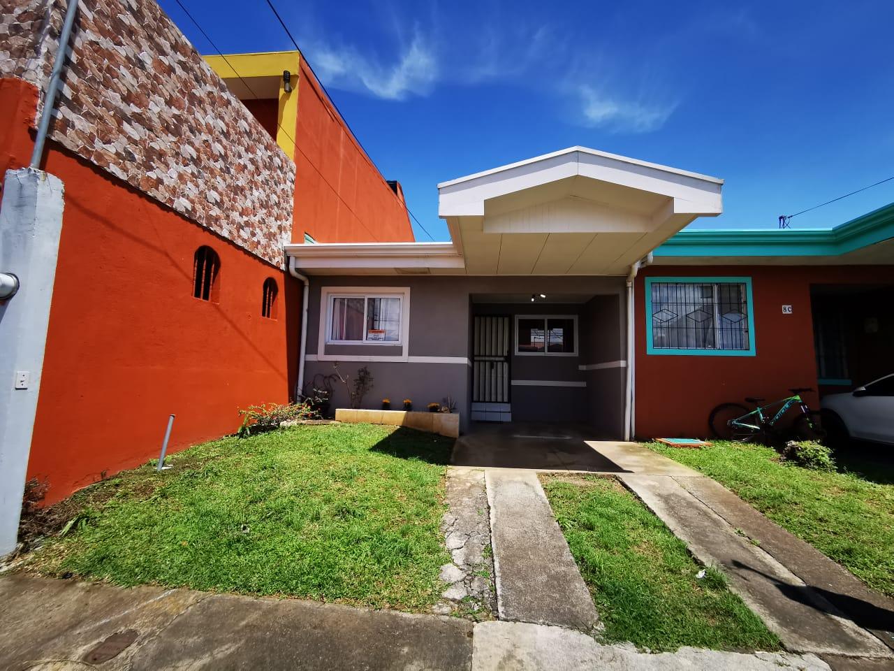 3317 Se alquila casa de una planta en San Pablo de Heredia. Residencial privado