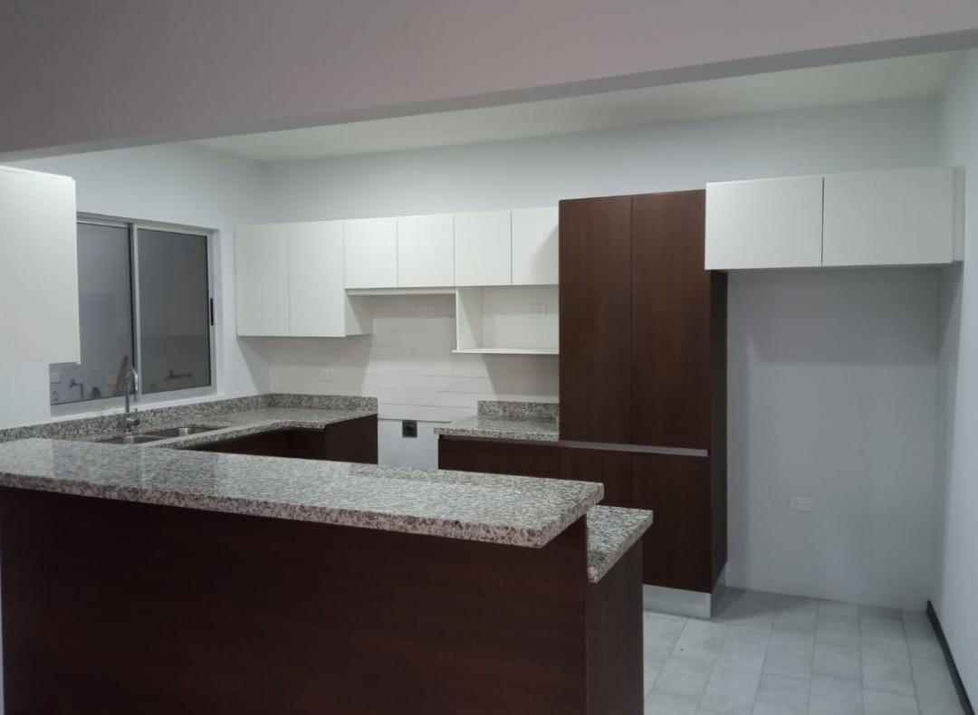 3306 Se vende casa dentro de residencial en Sabana Sur
