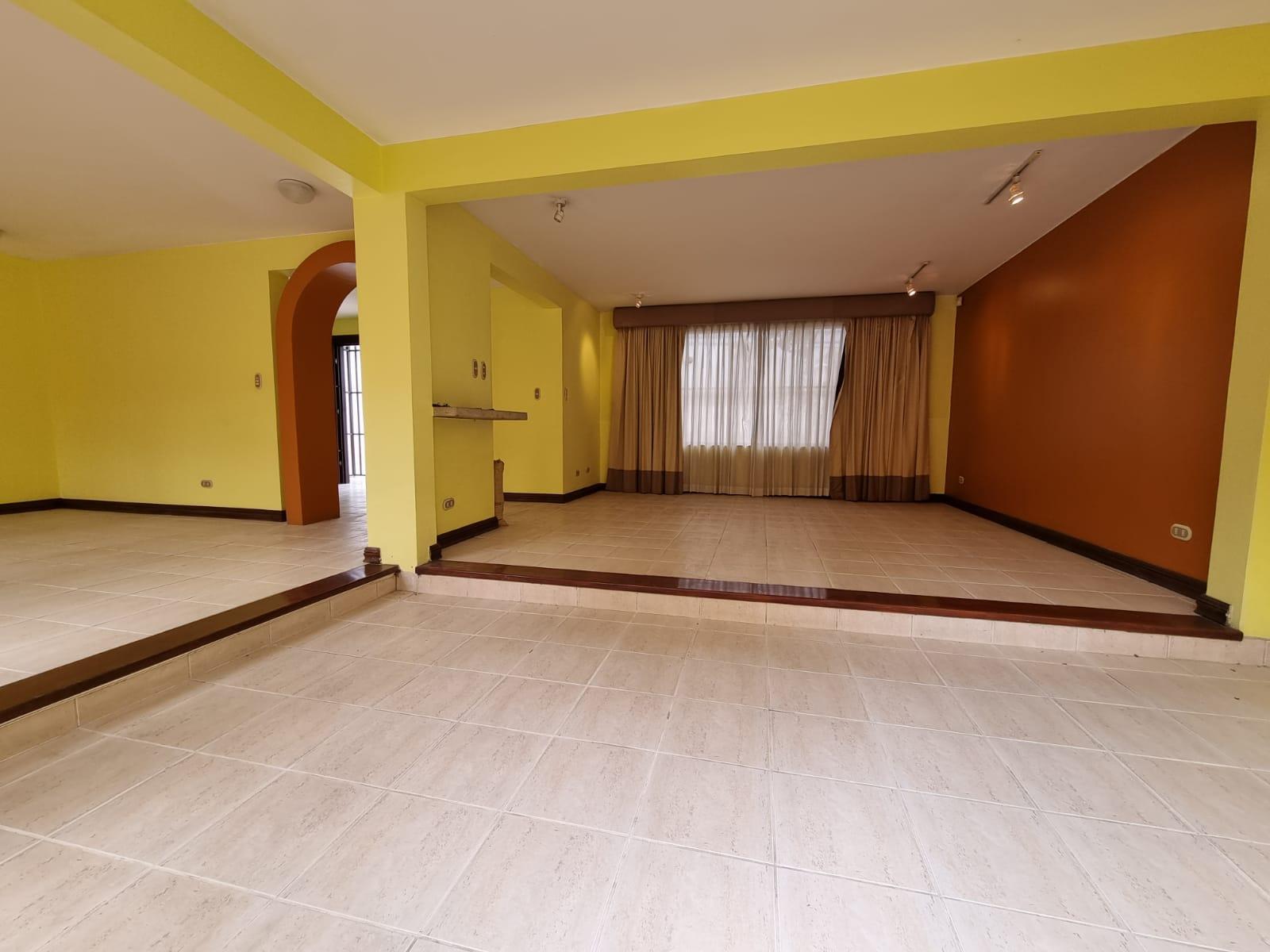 3319 Se alquila casa en Trejos Montealegre.
