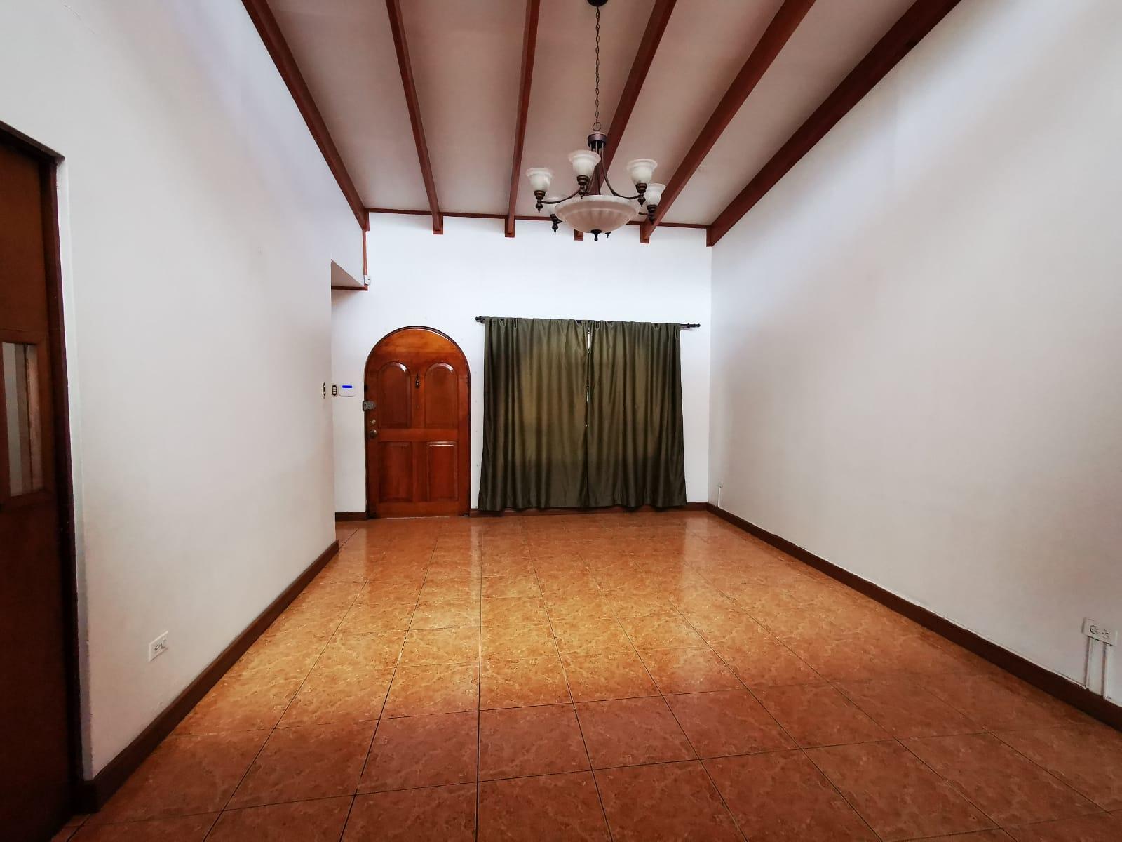 3303 Se vende casa una planta en Sabana Sur