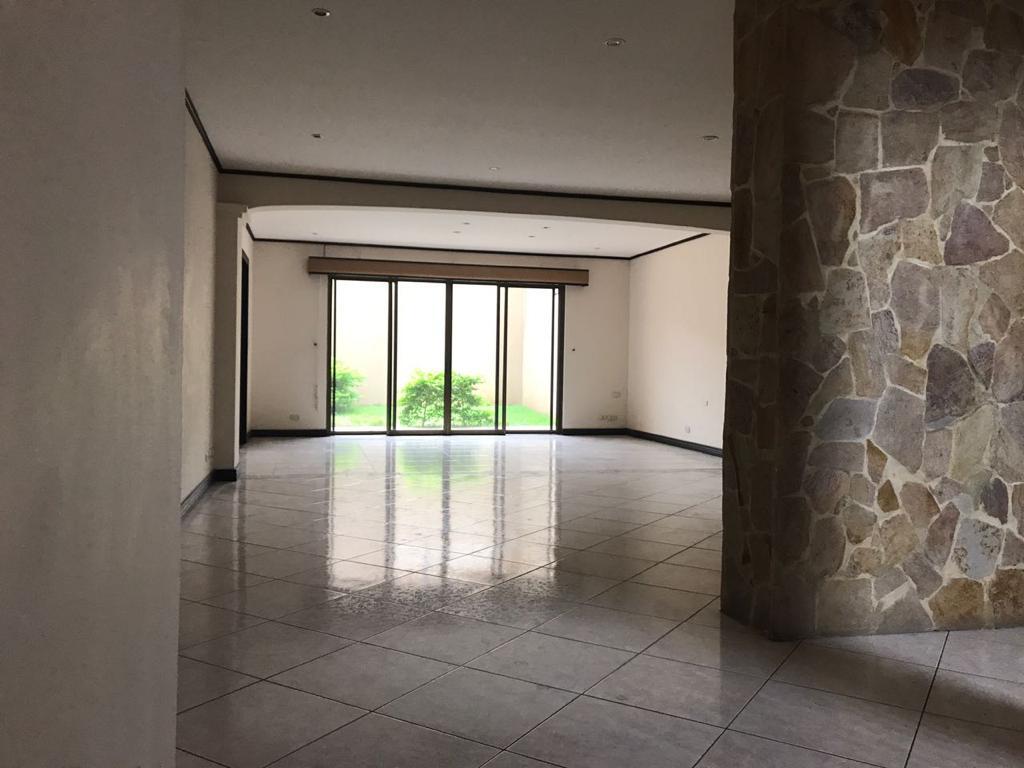 3236 Alquiler de casa en Escazú.