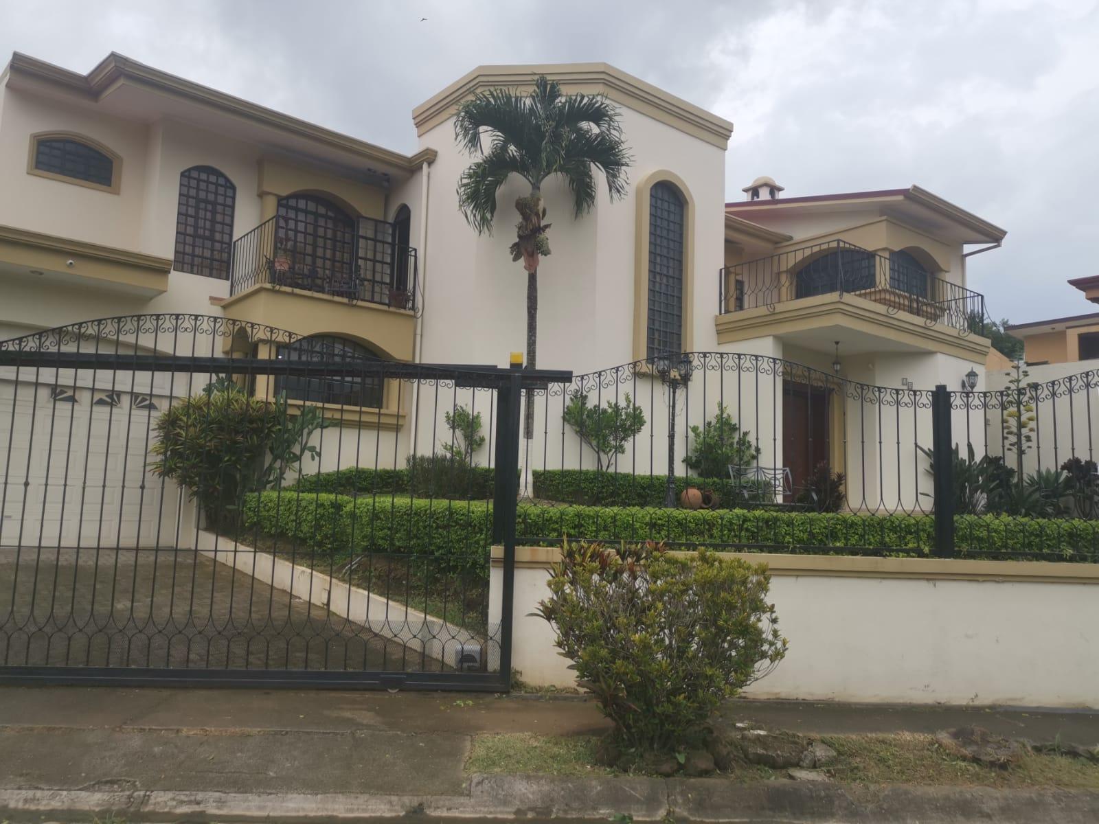 3332 Se vende casa en la Uruca
